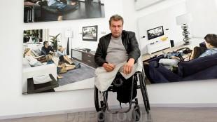 Rob Scholte voor Flat Screen in het Rob Scholte Museum (DHFoto)