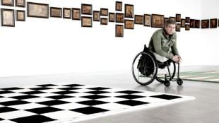 Rivelino Sellier - Rob Scholte in de grote zaal van het museum