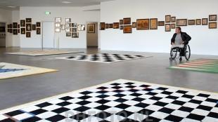 Rob Scholte in de grote zaal van het museum
