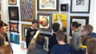 Rondleiding in Rob Scholte Museum van Mavo aan Zee Cultuurklas