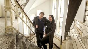Dirk Gorter en zijn vrouw Joke Vorstman in de oude muziekschool aan de Molenstraat (foto Peter van Aalst)