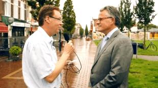 Nico Laagland Winder met burgemeester Koen Schuiling in de Koningstraat