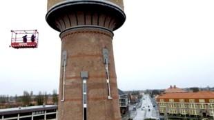 Watertoren met links het Rob Scholte Museum en rechts het hoofdkwartier van Woningstichting Den Helder
