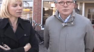 Wethouder Pia Bruin met burgemeester Koen Schuiling op bezoek in de Boerhaavestraat