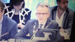 Burgemeester Koen Schuiling in het midden, geflankeerd door de wethouders Jacqueline van Dongen en Pieter Kos