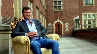 Wethouder Pieter Kos op het pluche