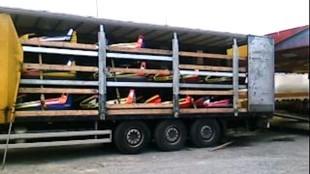 Botsautootjes lossen en laden op een kermis in de buurt van Lyon (foto Sjef Heeren)
