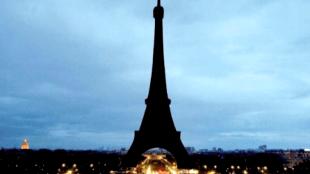 Eiffeltoren bij avond (foto Flip Franssen)