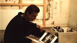 Rob Scholte met zijn plaatje-archief in de 80's