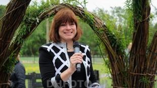 Wethouder Jacqueline van Dongen gaat persoonlijk langs de deuren (DHFOTO)