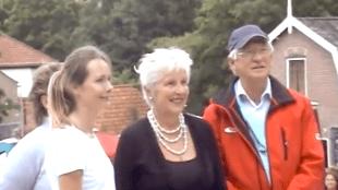 Carlijn Mens met o.a. Burgemeester Hetty Hafkamp op de Dag van de Duinen bij het Klimduin te Schoorl 2010