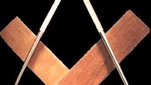 De bouwsymboliek van de Vrijmetselarij met de alom gekende passer en winkelhaak
