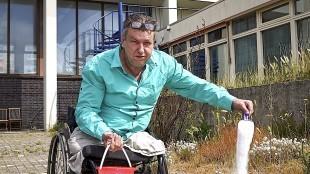 Gerry Hurkmans - Rob Scholte op de binnenplaats van het Rob Scholte Museum