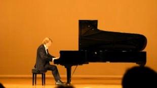 Kranenburgh-directeur en pianist Kees Wieringa geeft een concert in Japan 2006