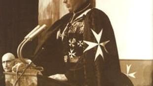 Prins Bernhard in Orde van Malta-outfit