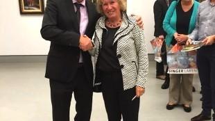 Wieringa (links) en Smithuis, zaterdag tijdens de opening van de tentoonstelling in Laren