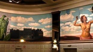 Knokke-Heist Casino with its mural by Magritte (foto Eliza Batz)