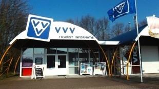 Het VVV-kantoor Den Oever, dat al op de nominatie stond om gesloten te worden (foto VVV)