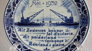 28 mei 1932 Als Zuiderzee behoor ik tot d'historie. Als polderland verhoog'k Nêerland's glorie