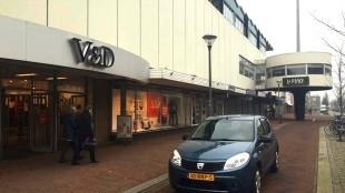 Als V & D vertrekt, komt het zoveelste pand aan de Beatrixstraat leeg te staan (foto Holland Media Combinatie/Hedzer Faber)