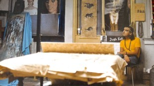 Pieter van Goudzwaard in zijn atelier