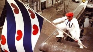 Koos Dalstra met de Friese vlag