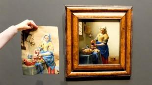 Borduurwerk Melkmeisje naast Vermeer in het Rijks