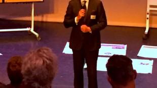 Burgemeester Koen Schuiling maakt statement (foto Michel Engelsman)