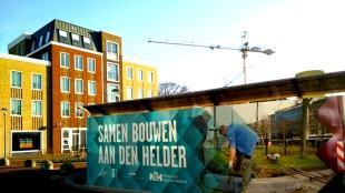 Samen bouwen aan Den Helder! Schuttingen rond alle grote bouwprojecten in het stadshart (foto Gemeente Den Helder/Twitter)