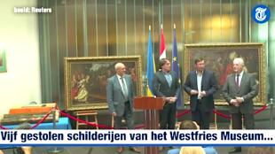 Directeur Ad Geerdink van het museum nam de kunstwerken persoonlijk in ontvangst op de Nederlandse ambassade in Kiev