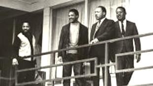 MLK at Lorraine Motel Memphis with  Jesse Jackson & Ralph Abernathy (foto Before It's News)