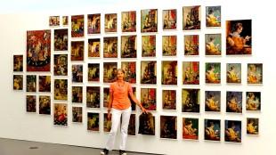 Margriet Hof met haar tapisserie-tas (foto tweedehandswerk-nl)