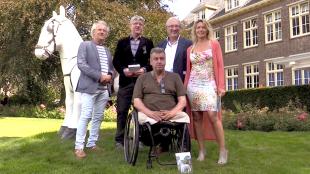 Nico Adrichem, Maarten Parriger, Rob Scholte, burgemeester van Heiloo Hans Romeyn & Marijke van Putten bij het Paard voor Willibrordus