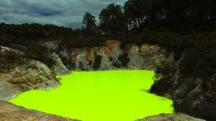 Devil's bath in New Zealand (foto TravelBlog)