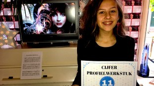Luna van der Horst met cijfer 11 voor haar profielwerkstuk over Kate Busch (foto RTV NH)