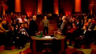 Pim Fortuyn versus Marcel van Dam bij Lagerhuis van de Vara, midden Paul Witteman (foto YouTube)