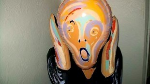 The Scream inflatable blow doll (foto WorthPoint)