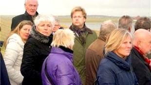 Tijdens een vorig bezoek aan gemeente Bergen, v.l.n.r. Janina Luttik-Zwart, Commissaris Remkes, Hetty Hafkamp, een raadslid en Cees Roem (foto Henk Jellema)