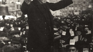 Pieter Jelles Troelstra was a high-ranking member of the socialist labour party (SDAP) and proud revolutionary, this is him in 1912 (foto Twitter)