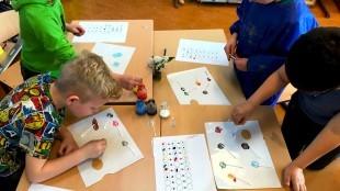 Groep 7 aan het werk met het thema Kunst & Kids (foto De Dijk)