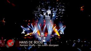 Hans de Booij met We zullen doorgaan van Ramses Shaffy bij de Recordings van DWDD (foto YouTube)