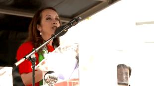 Ebru Umar houdt haar acceptatie speech Pim Fortuyn Prijs (foto YouTube)