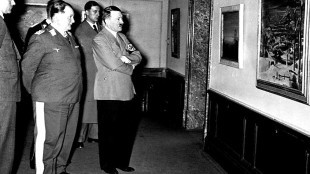 Herman Göring & Adolf Hitler als klant (foto Surface Fragments)