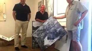 Remco Schaap, Peter Keijzer en Huub Sadée in de expositieruimte van Richter aan het Jutterspleintje (foto Marischka de Jager/HMC)
