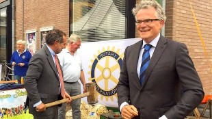 Burgemeester Schuiling met Rotary Den Helder (foto Desiree van Kalsbeek/Twitter)