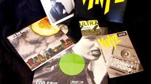 Inhoud van de VINYL box, die begin 2012 door uitgeverij Lebowski werd uitgebracht (foto Marcel Harlaar)
