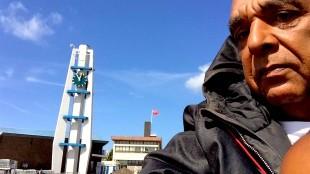 Fred Amstelveen op het Stationsplein te Den Helder (foto Twitter)