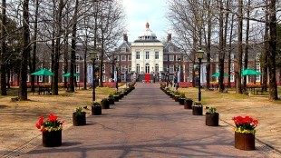 Replica of the Palace Huis Ten Bosch (foto japan-guide)