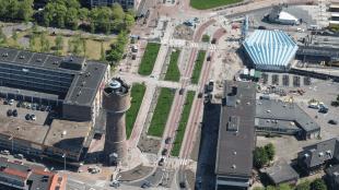 De binnenstad van Den Helder met het Rob Scholte Museum, scheef op de kaart gezet door de 'Reconstructie' van de stationslocatie door Zeestad (foto Redres)