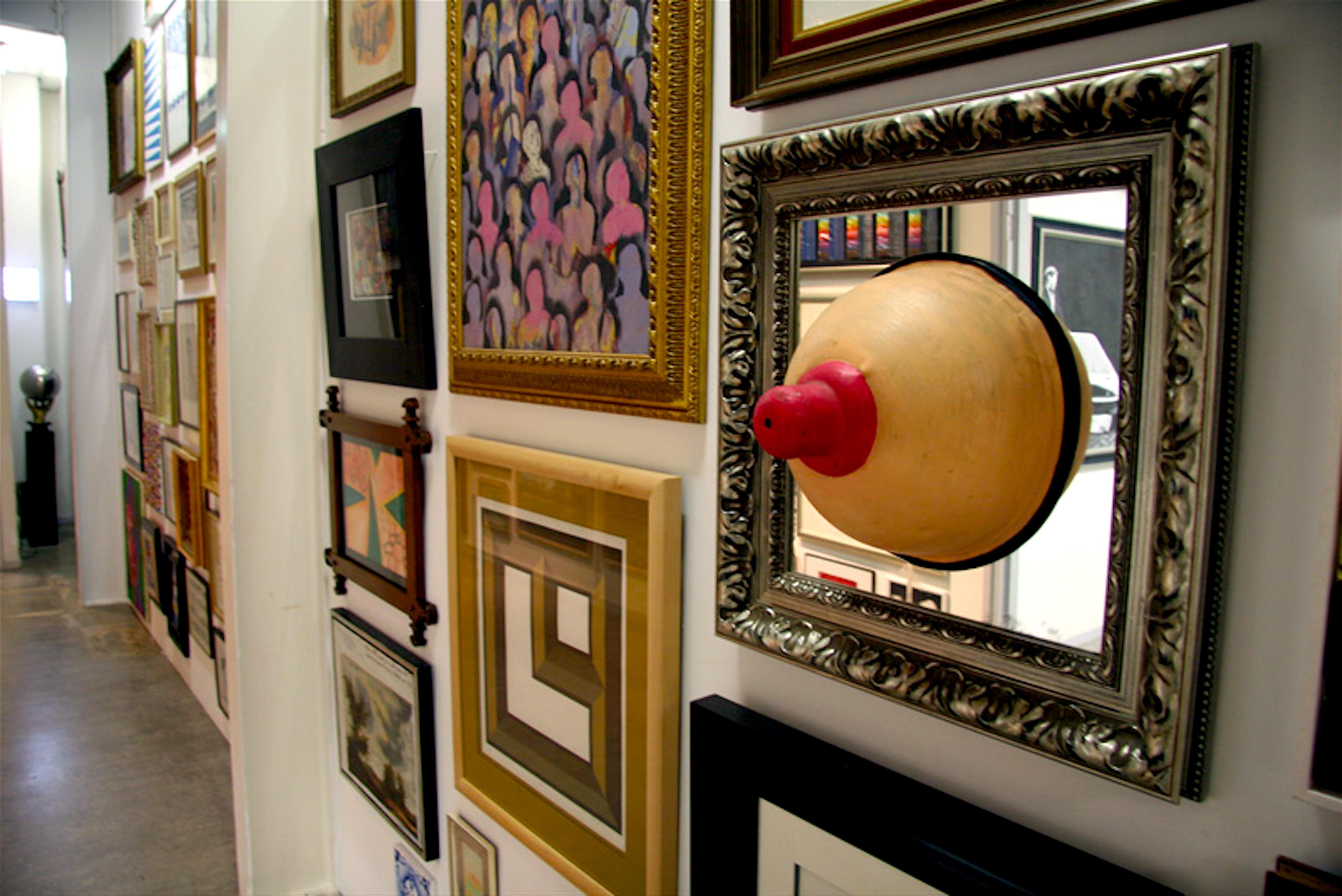 Wand in het Rob Scholte Museum met de tiet van Theo Bilka (foto Daan Samson/Trendbeheer)